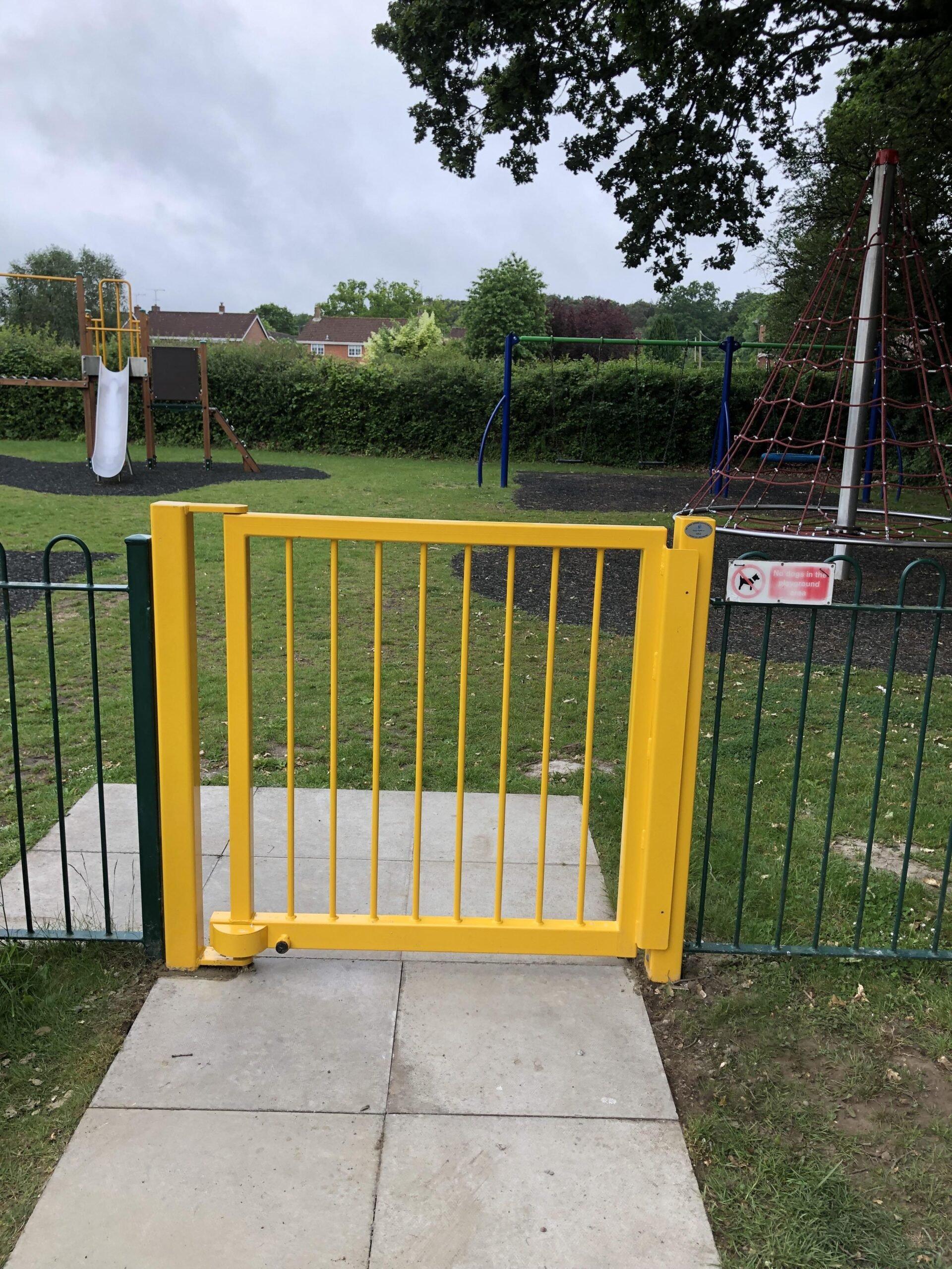 Self-closing Play Safe gate